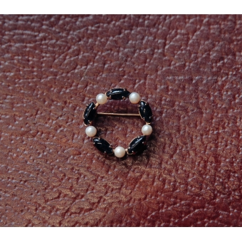 Bezette vintage broche