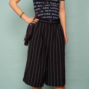 Vintage shorts - korte pantalon donkerblauw met witte streep (MT S/M)