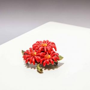 Vintage celluloid broche bloemen