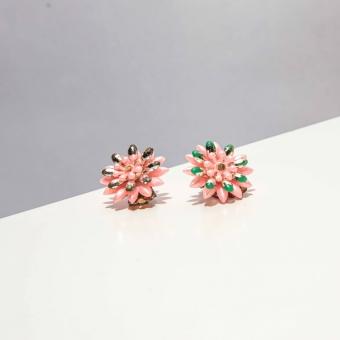 Vintage clip oorbellen zacht roze bloem ( 50s/60s)