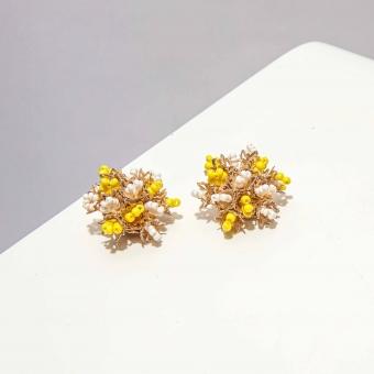 Vintage clip oorbellen gele kralen - bloemvorm ( 50s/60s)