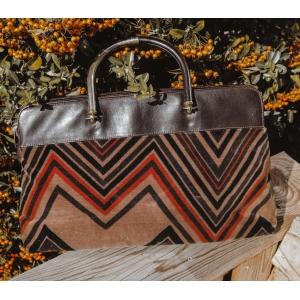 Vintage tas van fluweel met zig-zag print