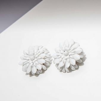 Vintage clip oorbellen witte bloem ( 50s/60s)