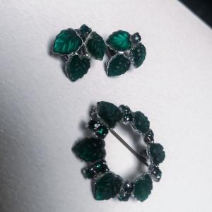 Set van vintage oorclips en broche met groene blaadjes